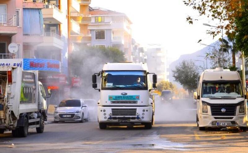 Alanya'da cadde ve sokaklar virüslerden arınıyor
