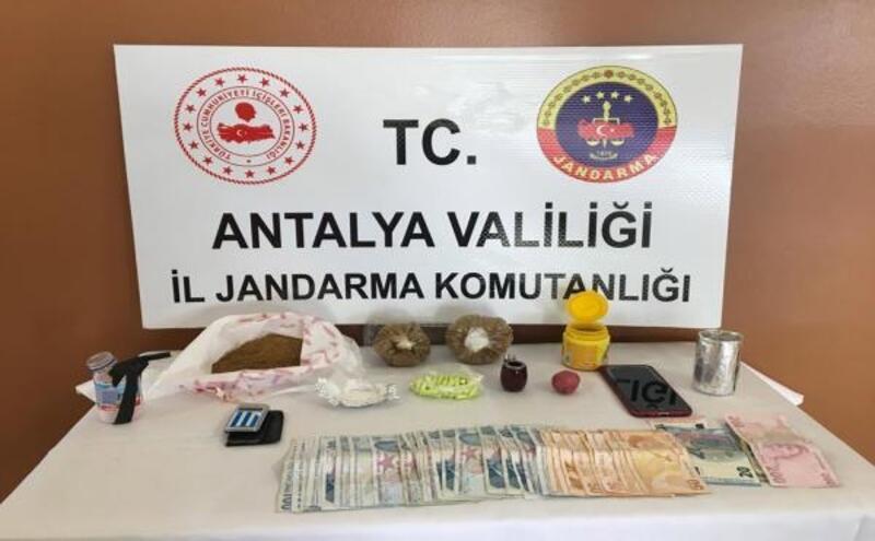 Turistlere uyuşturucu satan şüpheli yakalandı