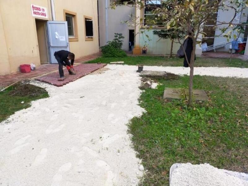 Kemer Devlet Hastanesi'nin çevresi düzenlendi