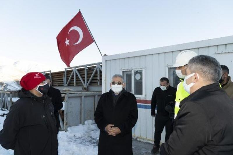Başkan Büyükkılıç, Erciyes'teki jeotermal sondaj çalışmalarını inceledi