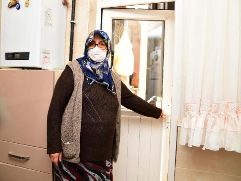 Kapısı bozulan yaşlı kadına Mamak Belediyesi yetişti