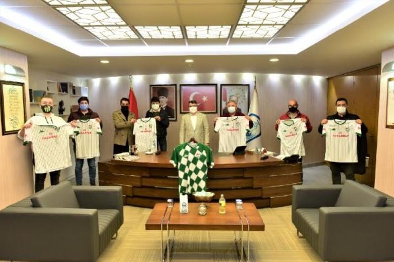 Yıldırım Belediye Başkanı Yılmaz'dan Bursaspor forması