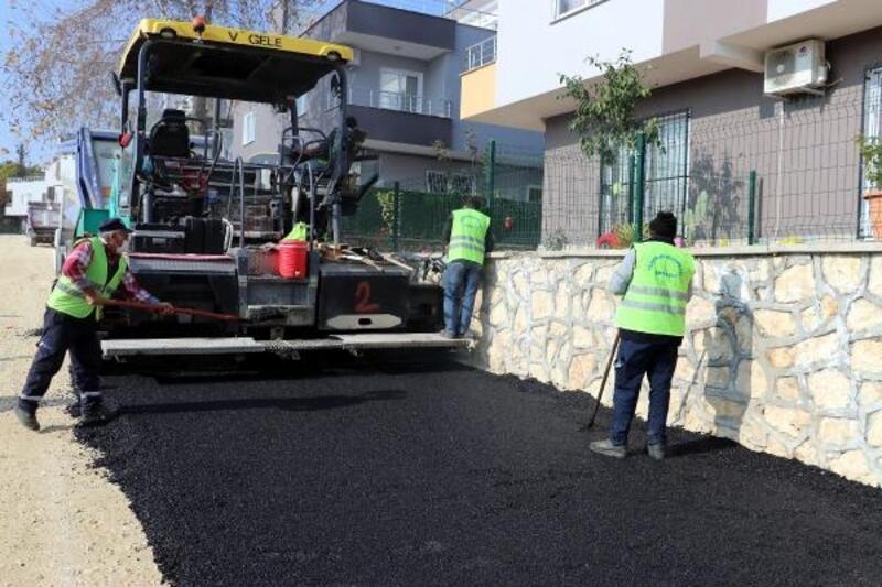 Toroslar'da üst yapı çalışmaları sürüyor, yollar yenileniyor