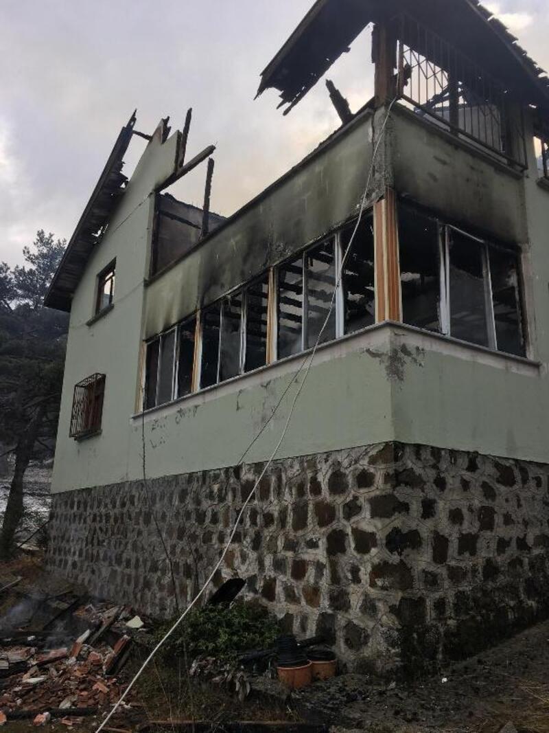 Tokat'ta 2 katlı evde yangın