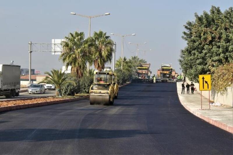 Büyükşehir'in asfalt mesaisi Turgut Özal'da devam ediyor