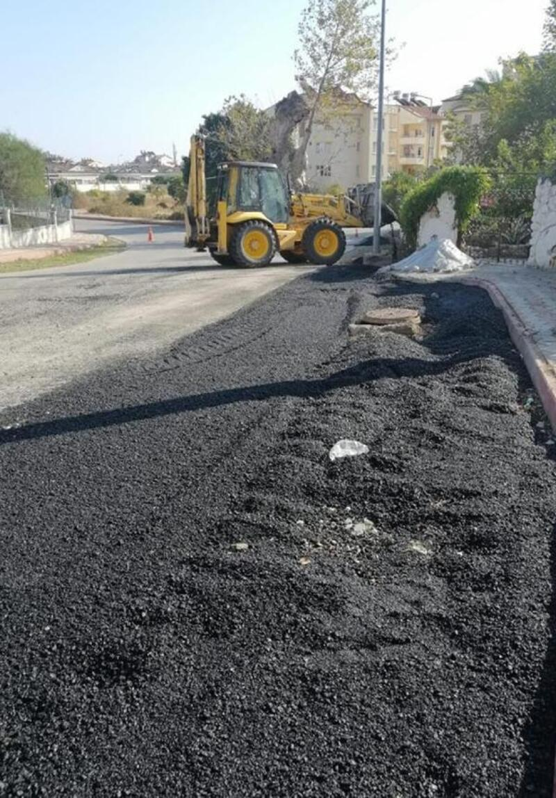 Kemer'de bozuk yollar asfaltlanıyor