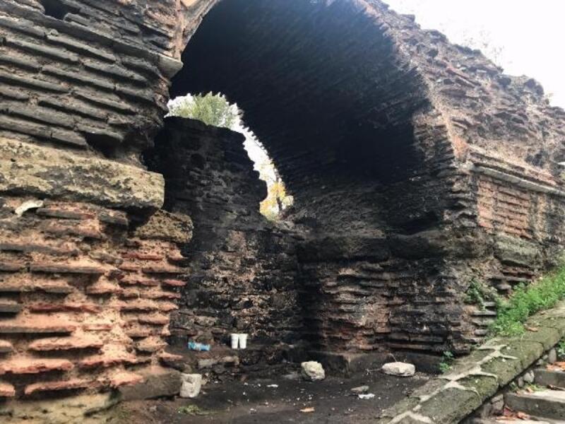 Tarihi Yarımburgaz Mağarası, Vlora Han ve Aziz Polyeuktos Kilisesi için zaman daraldı