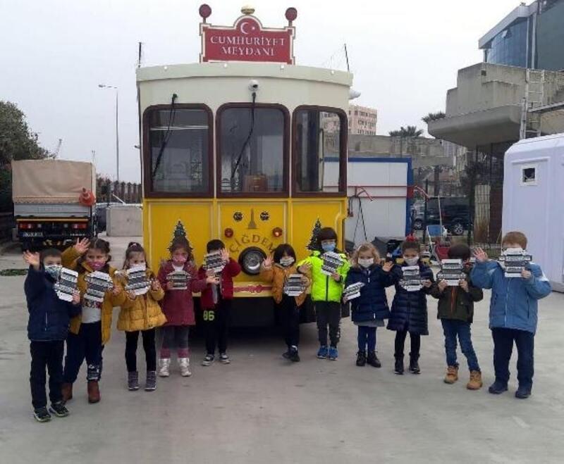 Nostaljik tramvay Çiğdem, yeni yıl için süslendi