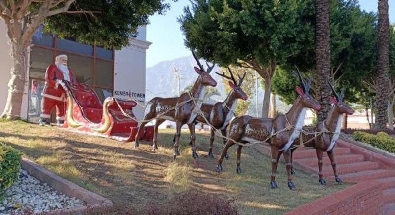 Kemer Belediyesi ilçeyi yeni yıl için süsledi