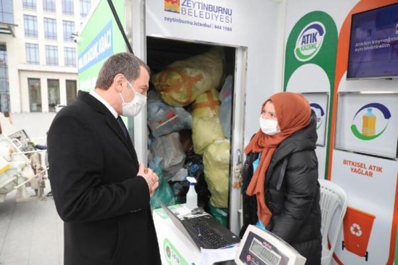 'Mobil Atık Kazanç Aracı'na atıklarını getirenlere alışveriş puanı veriliyor