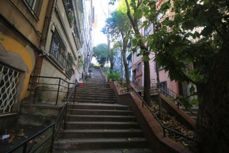 "Merdivenli sokaklarda ""çoklu afet riskleri"""