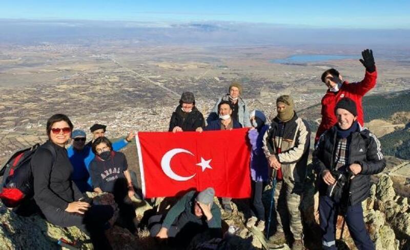 Sultandağları'na tırmanıp, bayrak diktiler