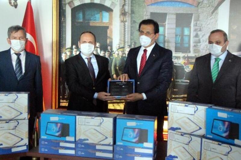Bolu'da bin 724 öğrenciye tablet verildi