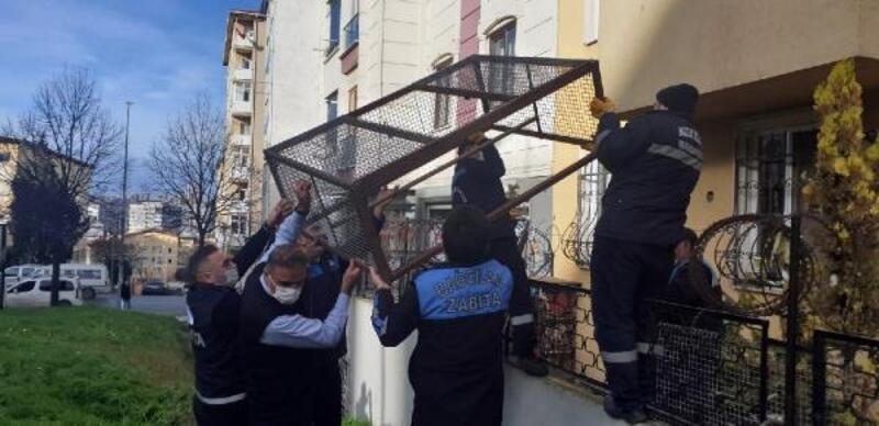 Komşular kötü koku geliyor diye şikayet etti, balkondaki görüntü şaşırttı