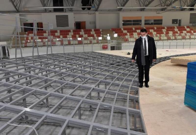 Osmangazi Belediyesi tarafından yapılan atletizm salonu açılmak için gün sayıyor