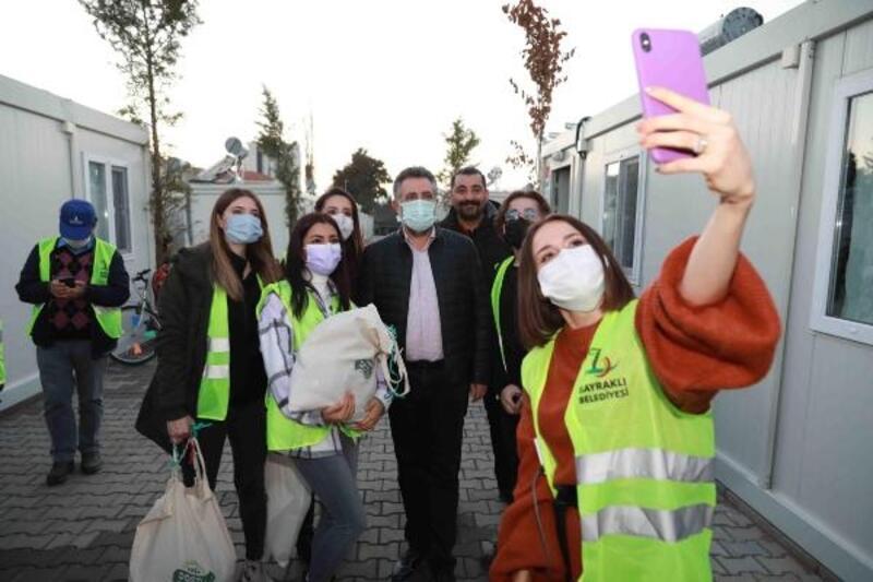 Başkan Sandal'tan konteyner kentteki çocuklara yeni yıl sürprizi