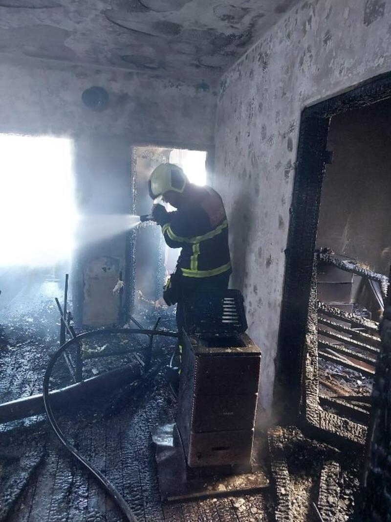 Çayeli'de ev yangınında yatalak hasta öldü