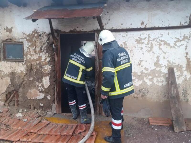 Sandıklı'da metruk binada yangın