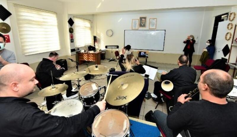 Yıldırım Belediyesi'nden Engelsiz Yaşam Okulu öğrencilerine konser morali
