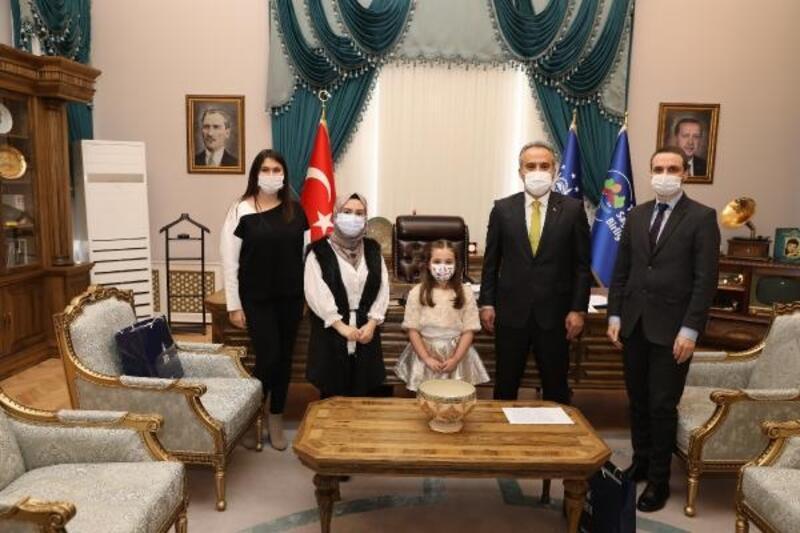 Minik piyanist Eker, Bursa Büyükşehir Belediye Başkanı Aktaş'ı ziyaret etti