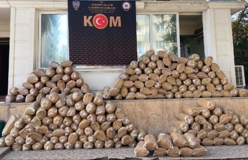 Osmaniye'de 1 ton 392 kilo kıyılmış kaçak tütün ele geçirildi