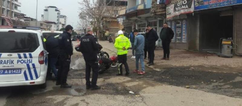 Polisin 'dur' ihtarına uymadı motosikleti bırakıp kaçtı