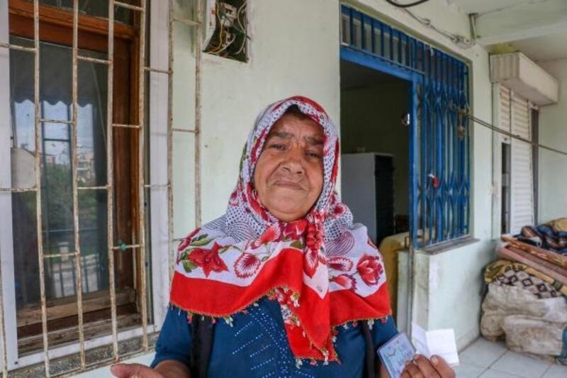 Camları kırık evde yaşayan Nergiz teyzeye yardım eli