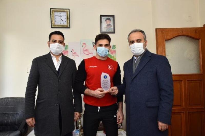Başkan Aktaş'tan milli güreşçiye ziyaret