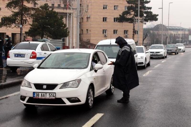 Kayseri'de kısıtlama denetimleri sürüyor