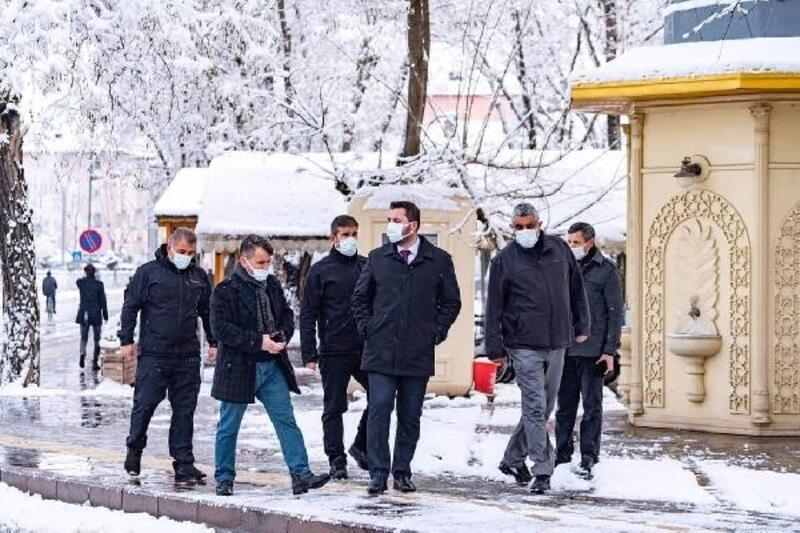 Turhal'da karla mücadele çalışması