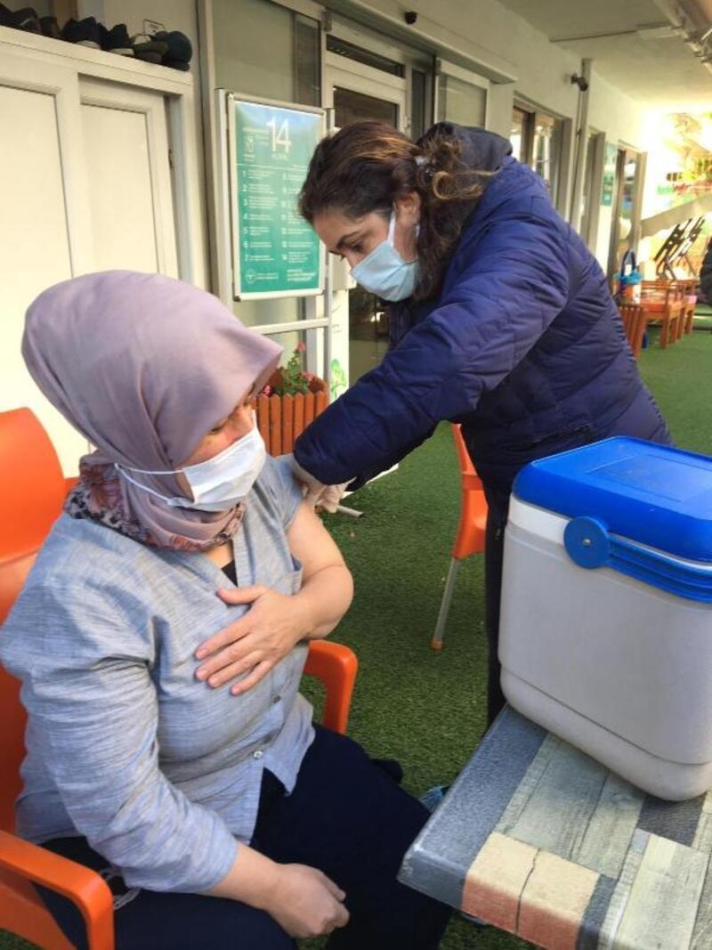 Manavgat Huzurevi sakinlerine Covid-19 aşısı
