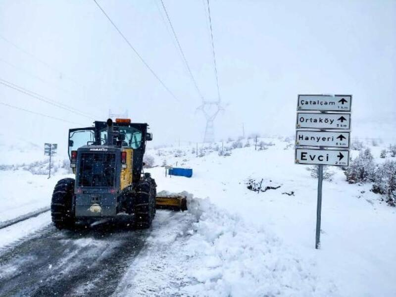 Büyükşehir, karla mücadelede 24 saat görev başında