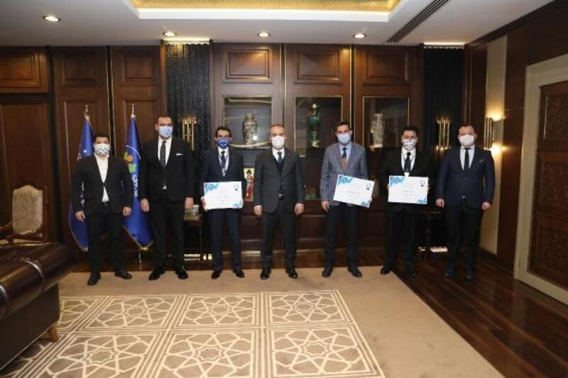 Bursa Büyükşehir Belediye Başkanı Aktaş'tan şehre değer katan personele ödül