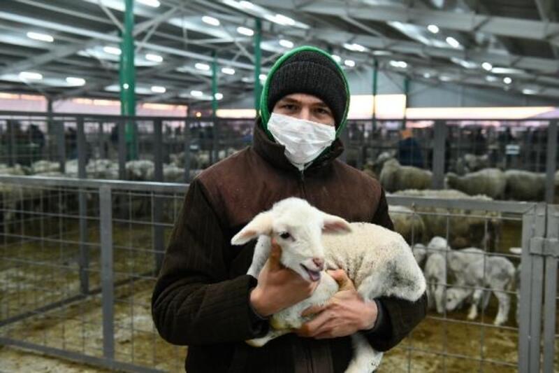 Mustafakemalpaşa Hayvan Pazarı'nda üreticilerin yüzü gülüyor