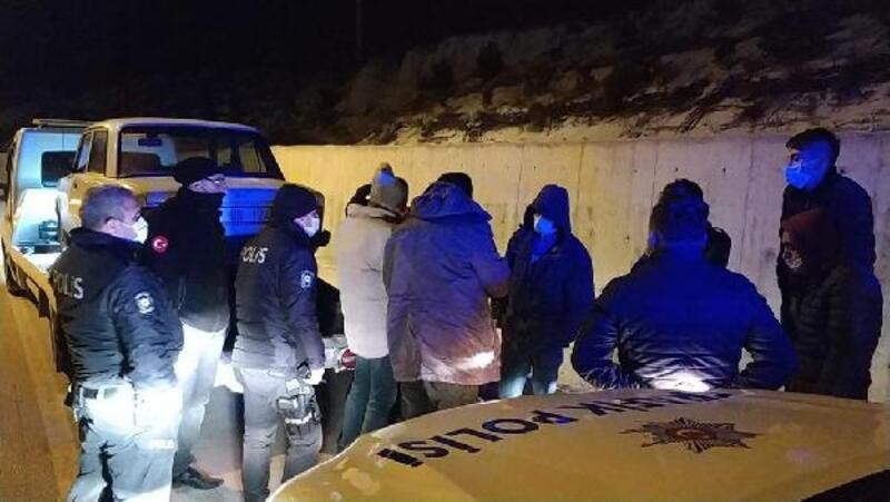 Yasağı ihlal edip, polise yakalandılar
