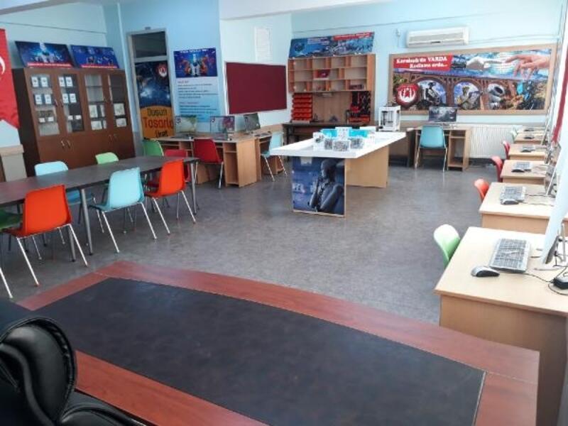 Karaisalı'da robotik eğitime yatırım sürüyor