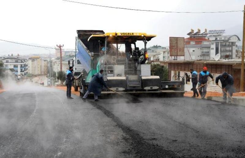 Karakocalı'da bağlantı köprüsüne sıcak asfalt