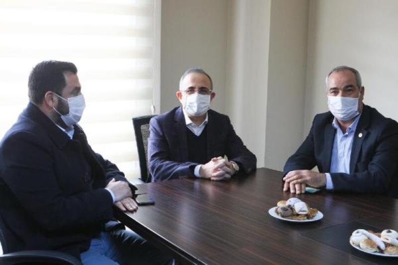 AK Parti'li Sürekli: Esnafı yok sayan taş olur
