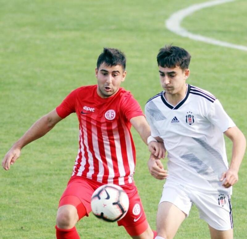 Antalyaspor 2 genç oyuncusunu kiraladı