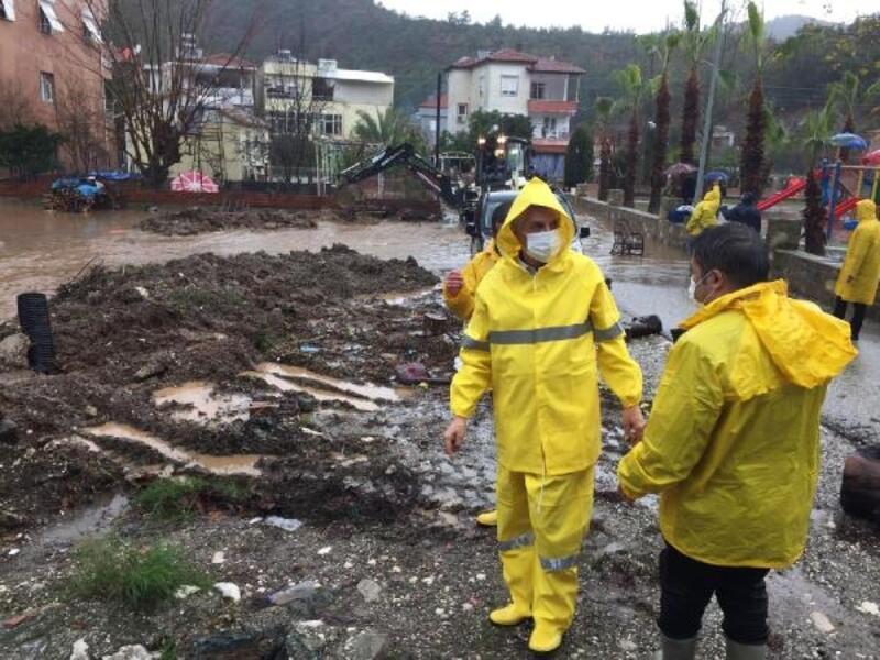 Kemer Belediyesi'nden sağanaktan etkilenenlere yardım