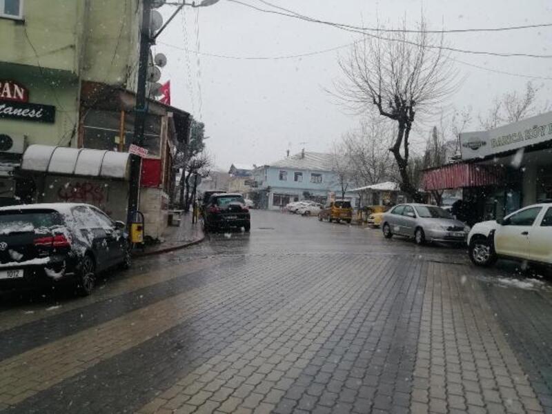 Manyas'ta kar yağışı etkili oldu