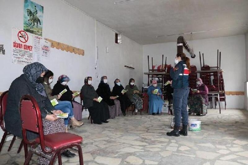 Jandarma, kadınlara 'KADES'i tanıttı