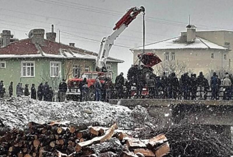 Ankara'da traktör devrildi: 3 yaralı
