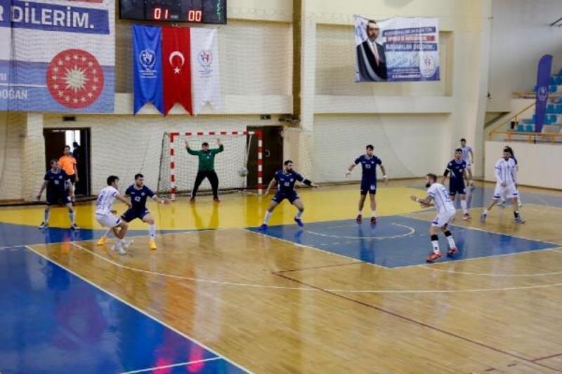 Adana'da hentbol rüzgarı esti