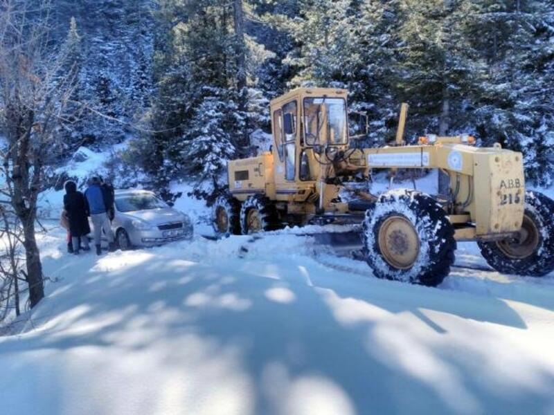 Alanya'da karla mücadele devam ediyor
