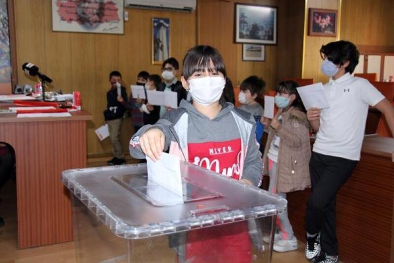 Bucak Belediyesi Çocuk Meclisi ilk toplantısını yaptı