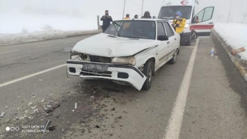 Gemerek'te iki otomobil çarpıştı: 1 yaralı