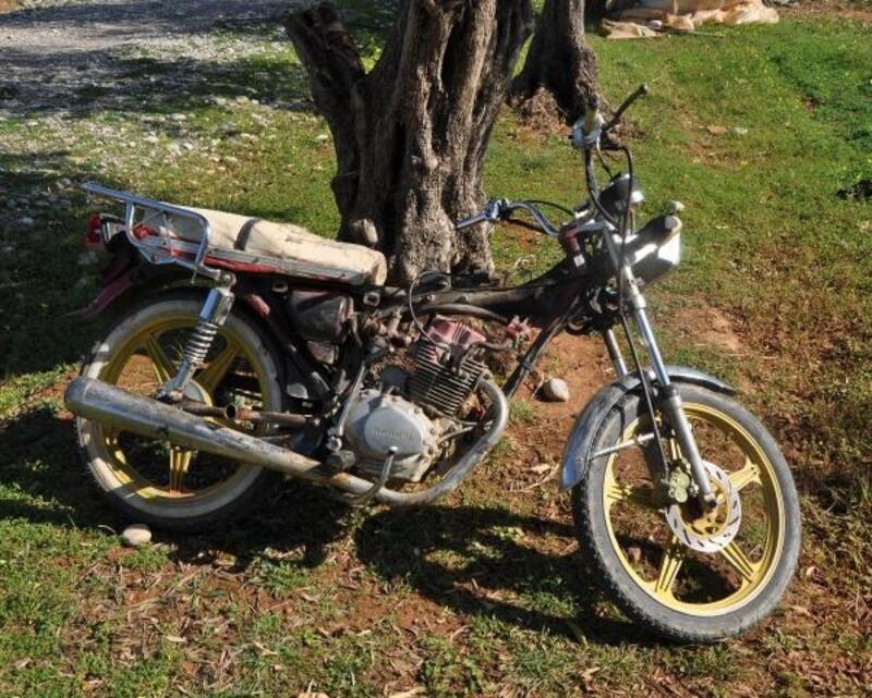 Trafikten men motosiklet bahçede bulundu