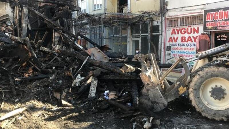 Bolvadin'de enkaz kaldırma çalışması