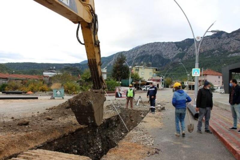 Kemer Kuzdere'de alt yapı çalışması sürüyor